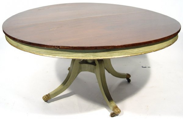21: 19th Century circular mahogany pedestal dining tabl
