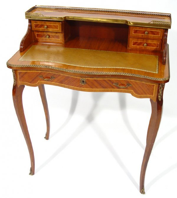 24: Walnut writing desk, the superstructure with pierce