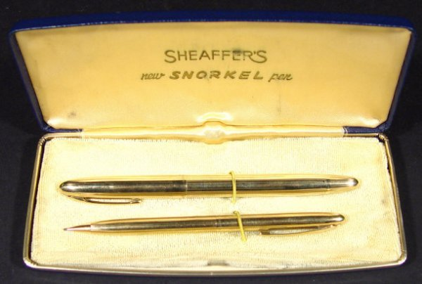 696: 9ct gold Sheaffer Snorkel fountain pen and matchin