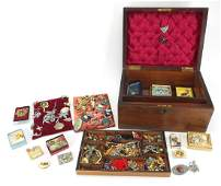 Mostly vintage costume jewellery including brooches,