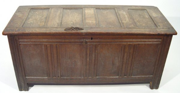 15: 18th Century oak mule chest with four panelled fron