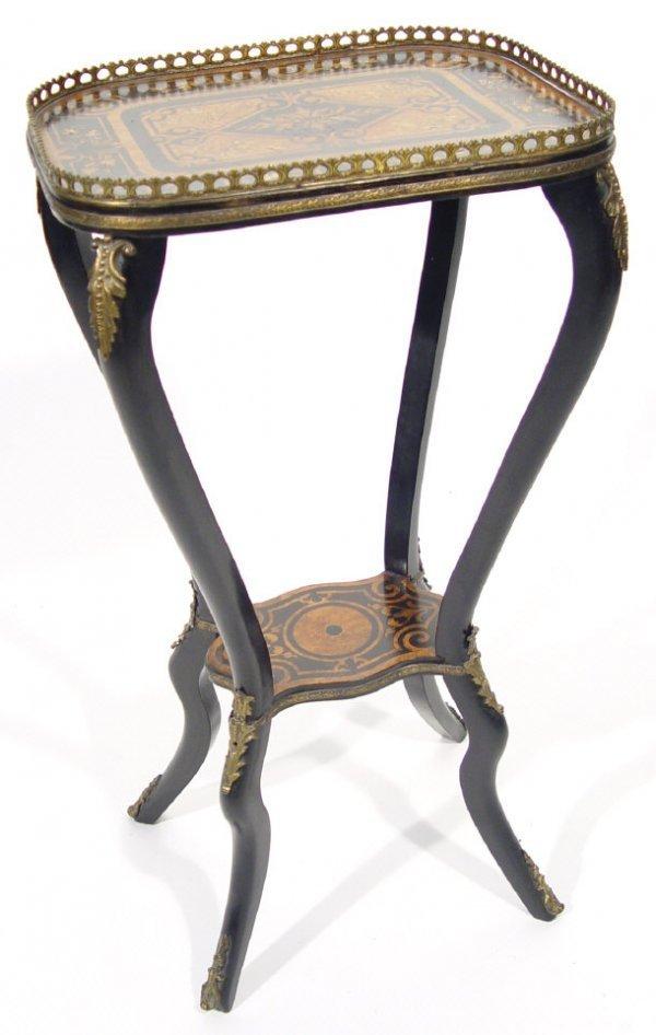 16: 19th Century rectangular burr walnut side table wit