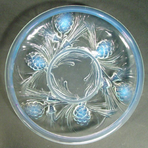 1214: Art Deco opalescent glass bowl moulded with pine