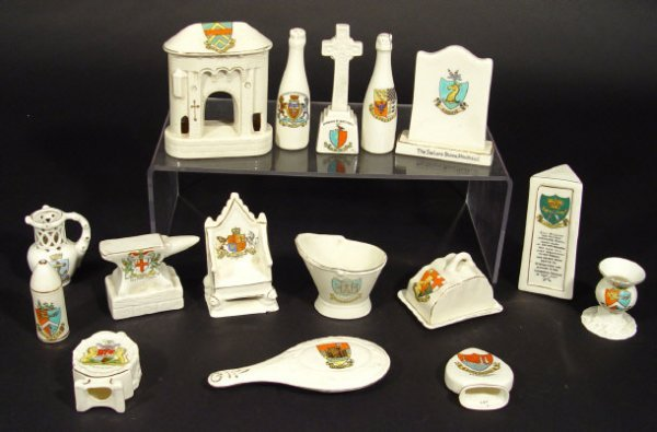 1409: Collection of crested china objects including a h