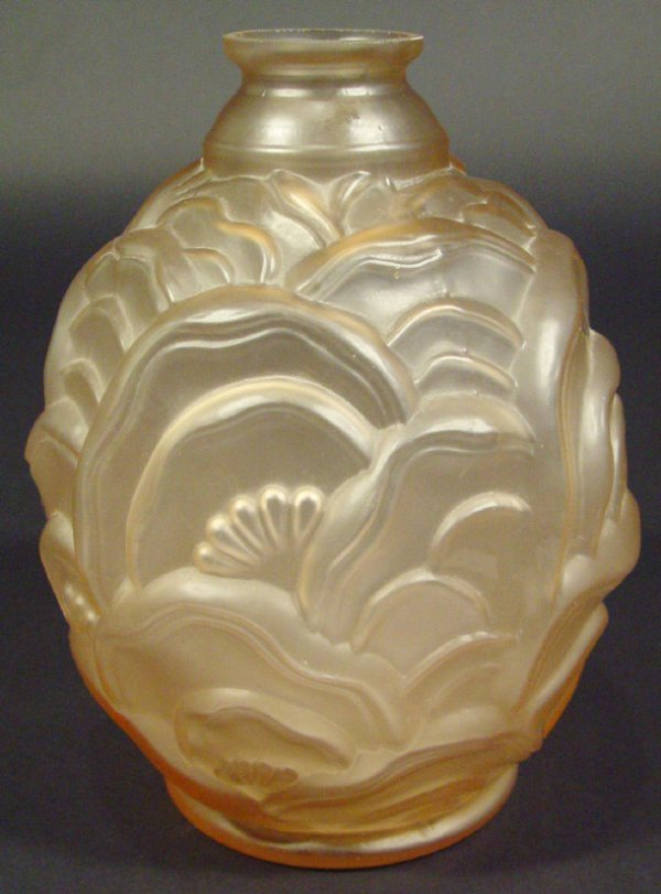 1219: Art Deco peach glass vase moulded with flowers, 2