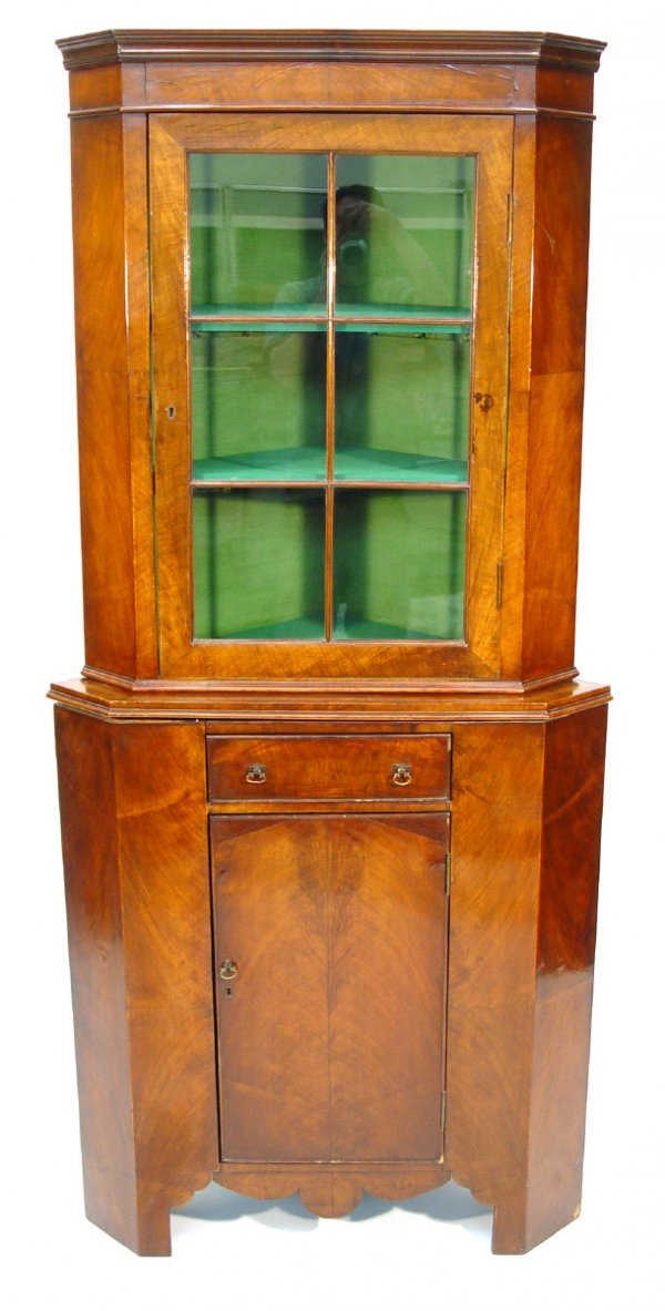 3: Victorian mahogany standing corner cabinet, the moul