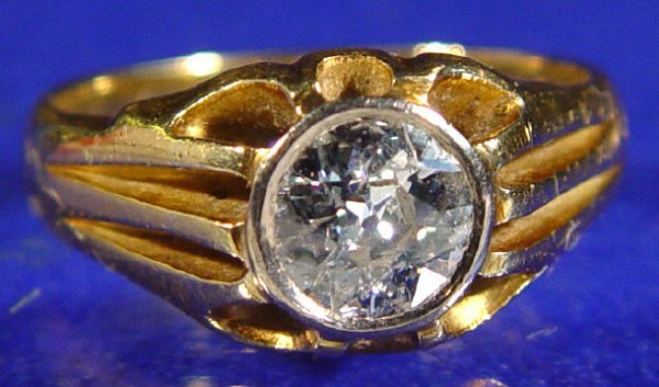 792: 18ct gold and diamond solitaire ring, approximatel