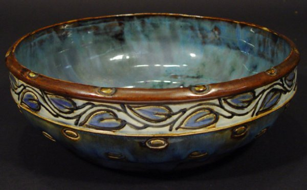 1219: Royal Doulton stoneware bowl incised with a conti