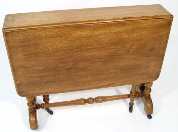 6: Victorian mahogany Sutherland table with turned supp