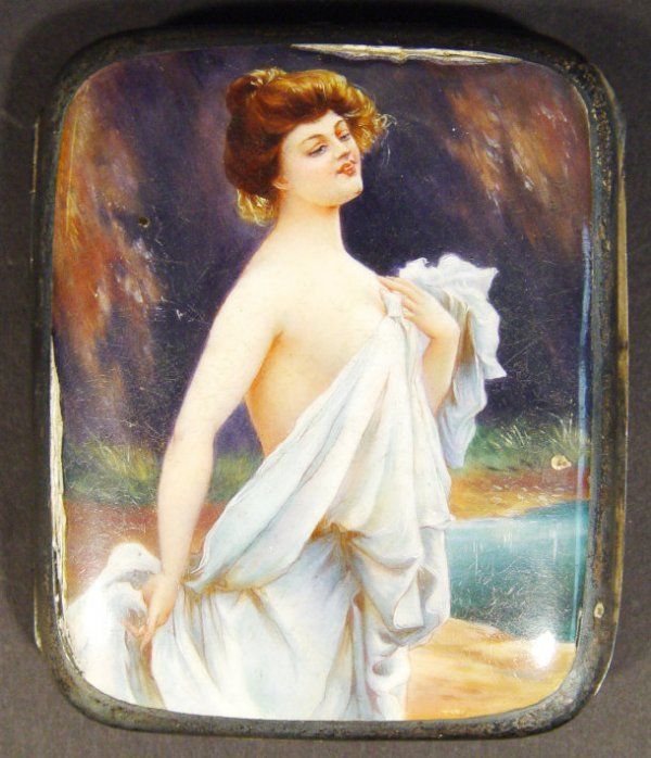 647: 935 grade silver cigarette case, the lid painted i