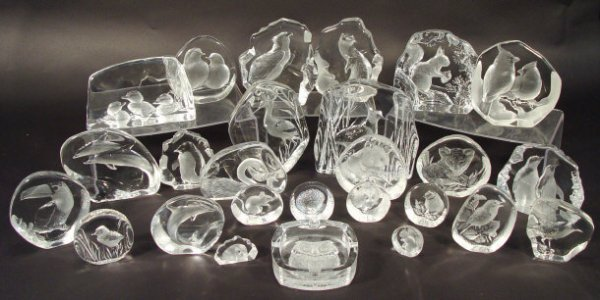 1364: Collection of Mats Jonasson crystal paperweights