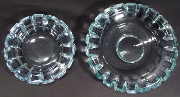 1220: Two Orrefors pale blue crystal dishes of cogged w