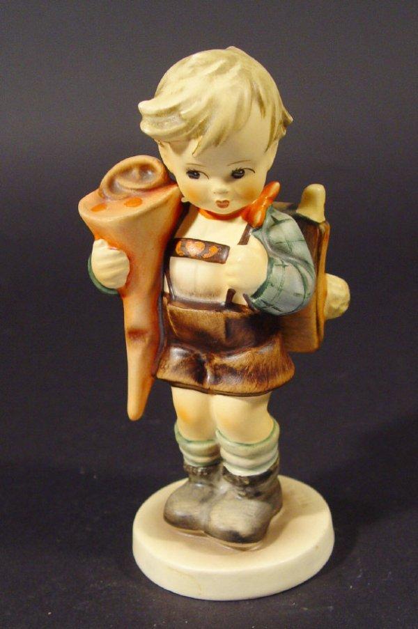 1207: Goebel Hummel china figurine 'Little Scholar', wi
