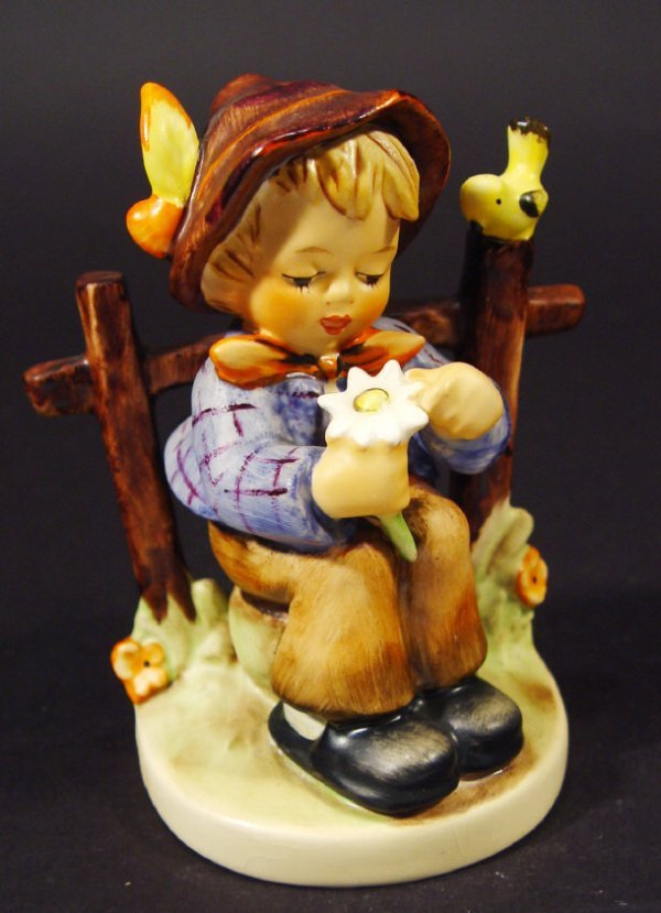 1217: Goebel Hummel china figurine 'She Loves Me', with