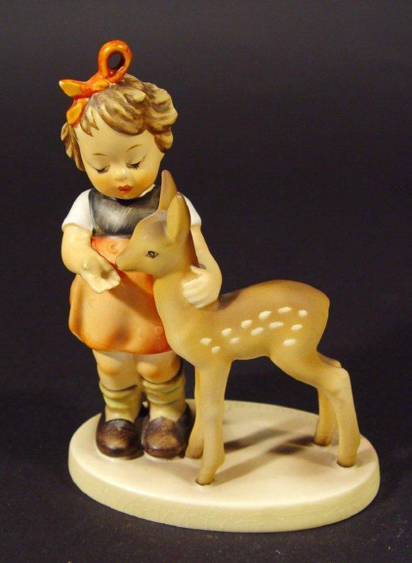 1218: Goebel Hummel china figurine 'Friends', with hand
