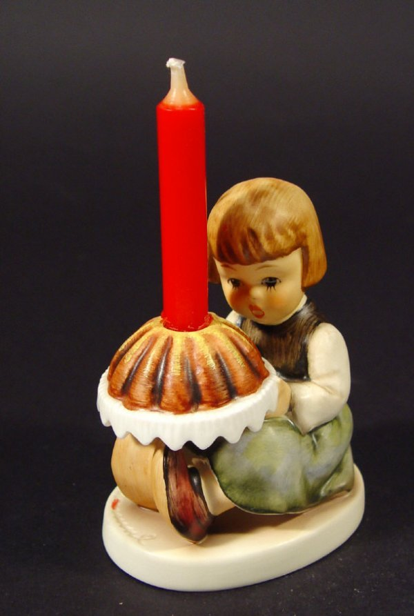 1223: Goebel Hummel china figurine 'Birthday Cake', wit