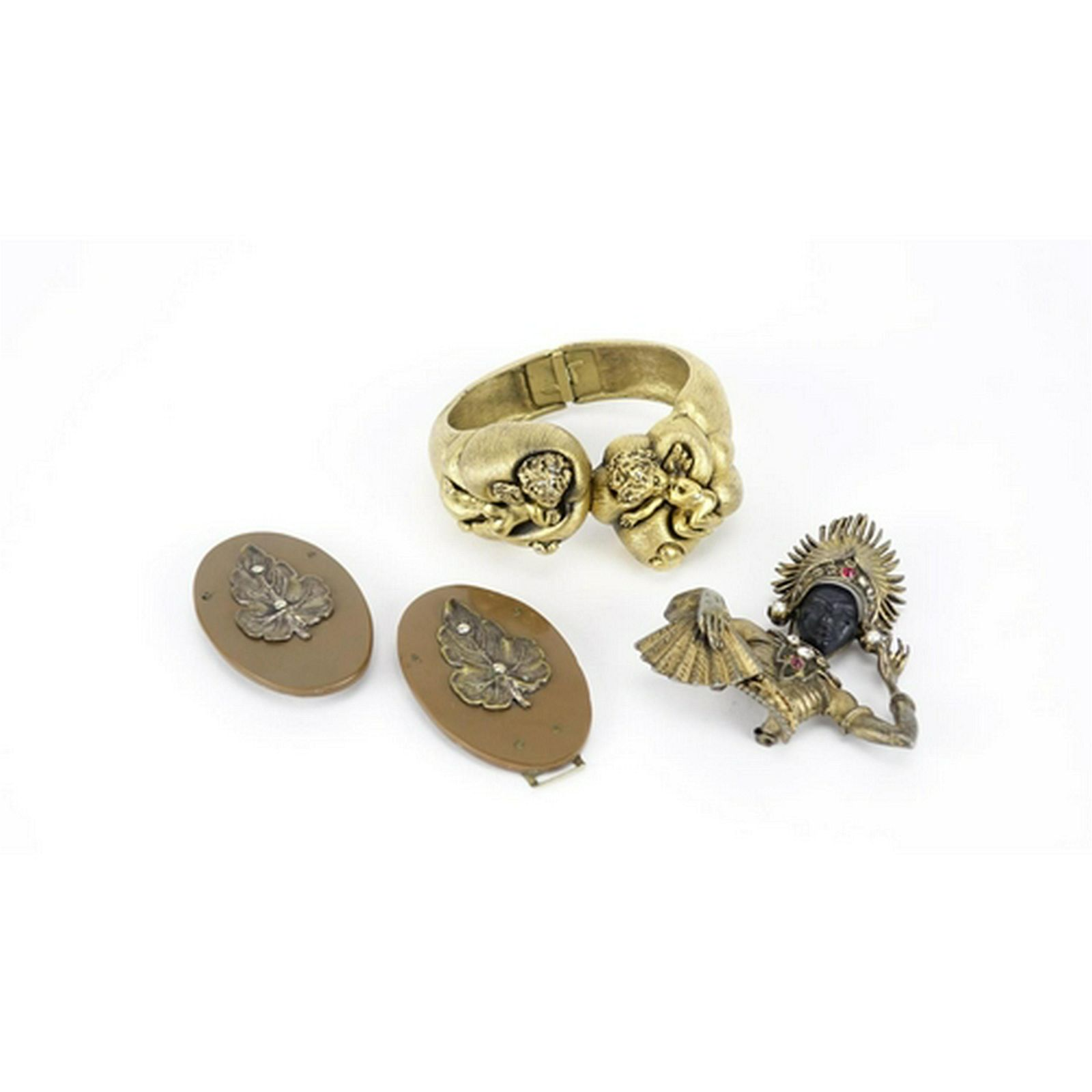 Vintage and later jewellery including a Tortolani