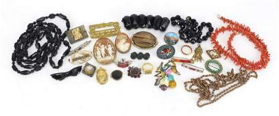 Antique and later jewellery including cameo brooches,