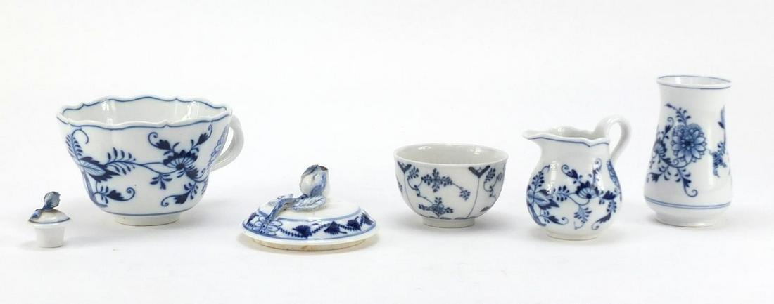 Meissen porcelain comprising oversized cup, milk bowl,