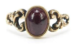 Antique unmarked gold cabochon garnet ring, size R,