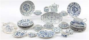 Meissen style Blue Onion pattern china including