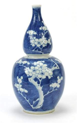 Chinese blue and white porcelain double gourd vase hand