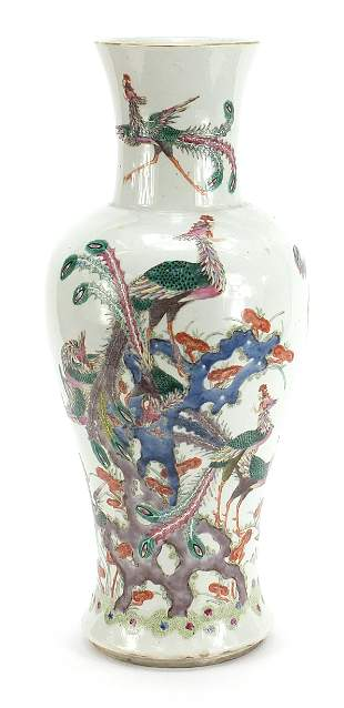 Large Chinese porcelain vase finely hand painted in the