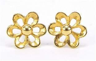 Pair of 9ct gold flower head stud earrings, 1cm in