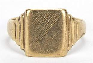 9ct gold signet ring, hallmarked Birmingham 1943, size