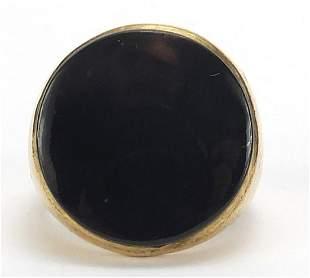 9ct gold black onyx signet ring, size O, 9.4g