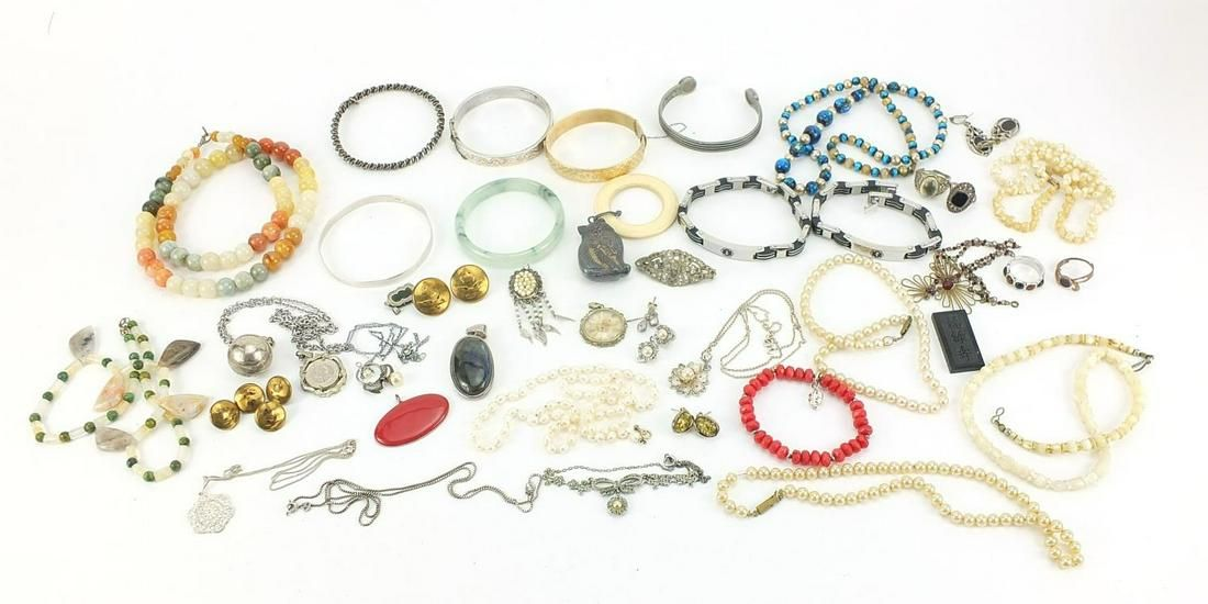 Vintage and later jewellery including silver earrings,
