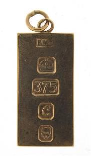 9ct gold ingot pendant, 3.5cm high, 17.6...