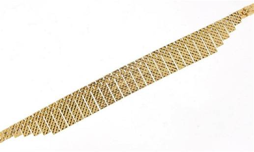 9ct gold Egyptian design necklace, 43cm ...