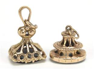 Two antique design 9ct gold hardstone fo...