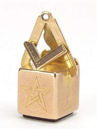 Masonic 9ct gold and carnelian pendant f...