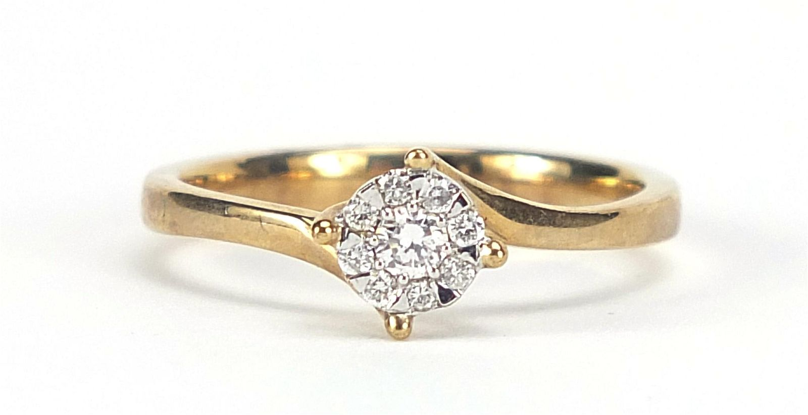 9ct gold diamond cluster ring, size M, 2...