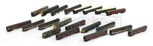 Twenty 00 gauge railway DMU locomotive a...