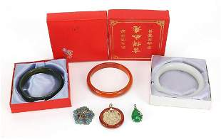 Chinese jewellery including green agate ...