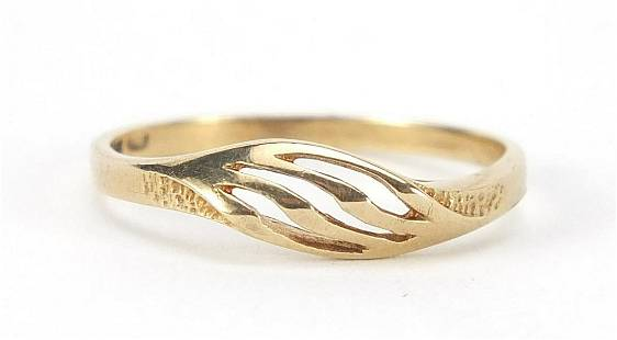 9ct gold pierced ring, size M, 1.2g