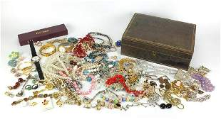 Vintage and later costume jewellery arra...