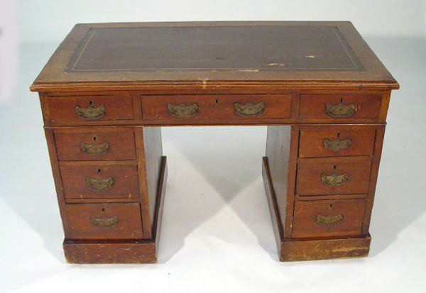 11: Victorian mahogany desk fitted a tooled leather top