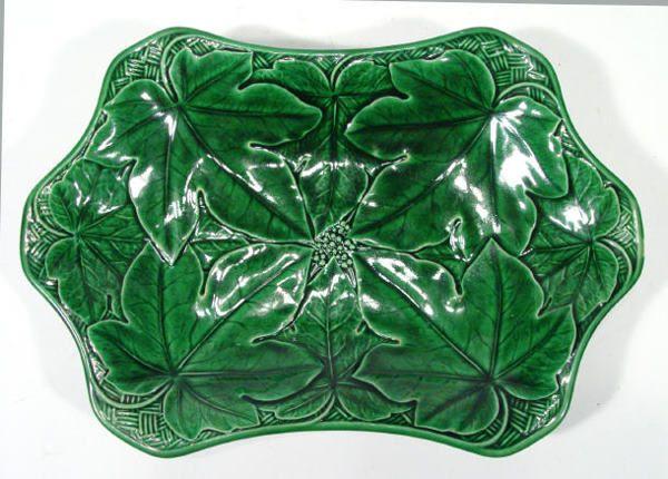 121: Shaped Victorian Wedgwood green leaf Majolica plat