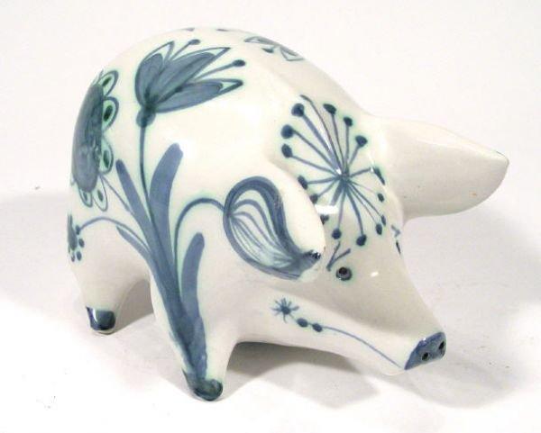 489: Hand painted David Sharpe Rye pottery pig, painted
