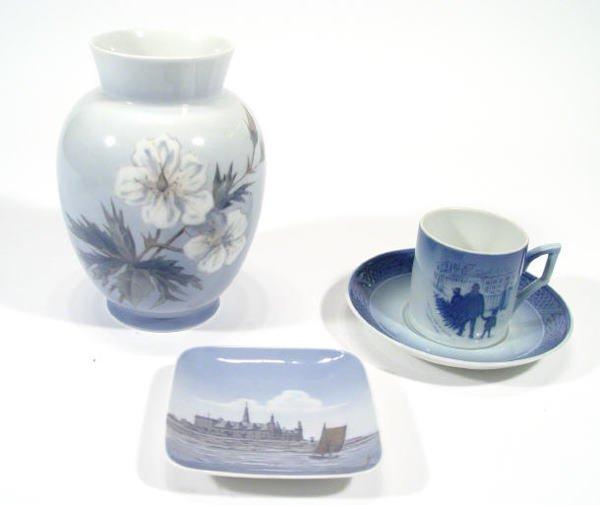 541: Royal Copenhagen porcelain vase, decorated with fl