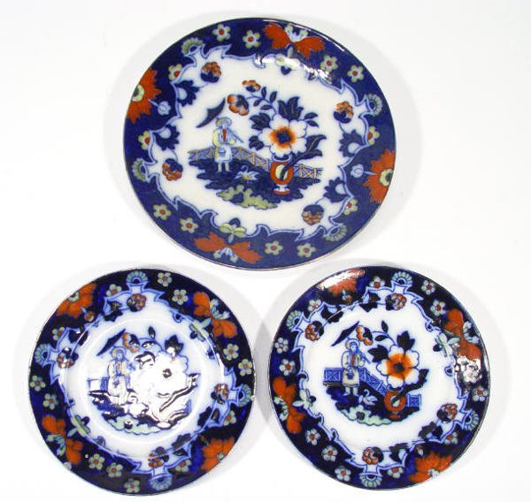 553: Three Victorian Staffordshire pottery plates, hand