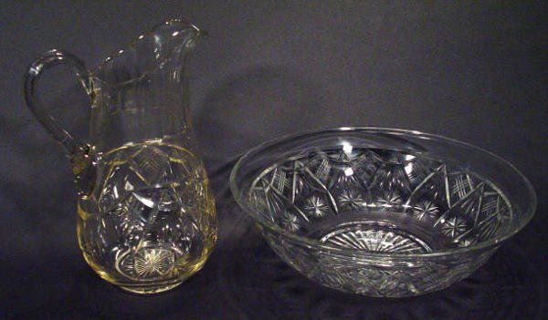 558: Large good quality cut glass water jug and bowl, l