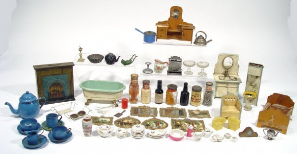 698: Collection of doll's house items including bathroo