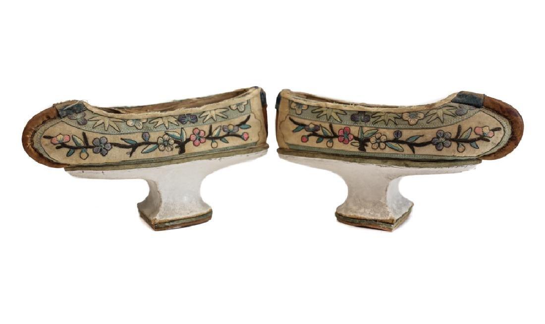 Manchu horse-hoof qipao shoes