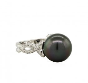 18kt White Gold Tahitian Pearl And 0.49ctw Diamond Ring