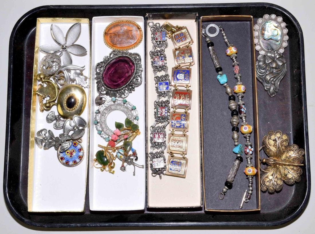 ASSORTED COSTUME JEWELRY - Includes brooches, pendants